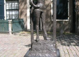 Weird statues of the world: Belle in Amsterdam