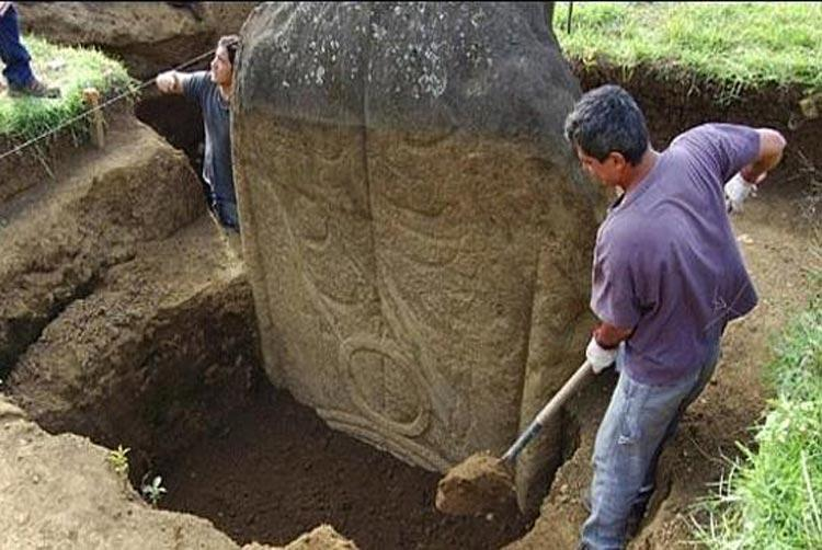 Archaeologists Discover Easter Island Statues Have Bodies Covered In Tattoos