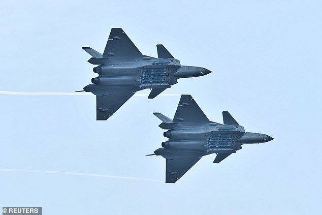 First Live Look at China' J20, Aircraft Superior to F-22 and F-35