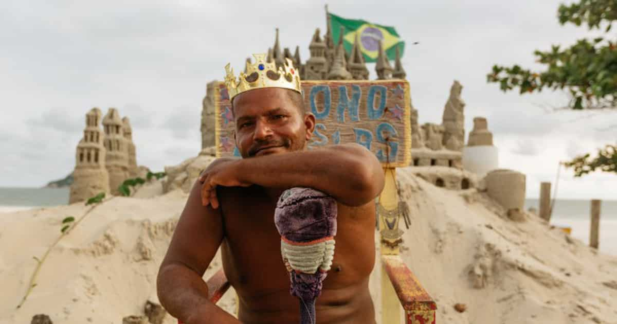 King of my Castle – King Mario Lives in a Sand Castel for More than 20 Years