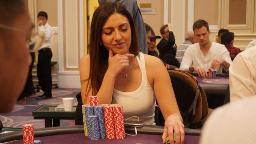 Kelly Minkin Under Fire for Unregistering WSOP Event and Re-Entering Hours Later