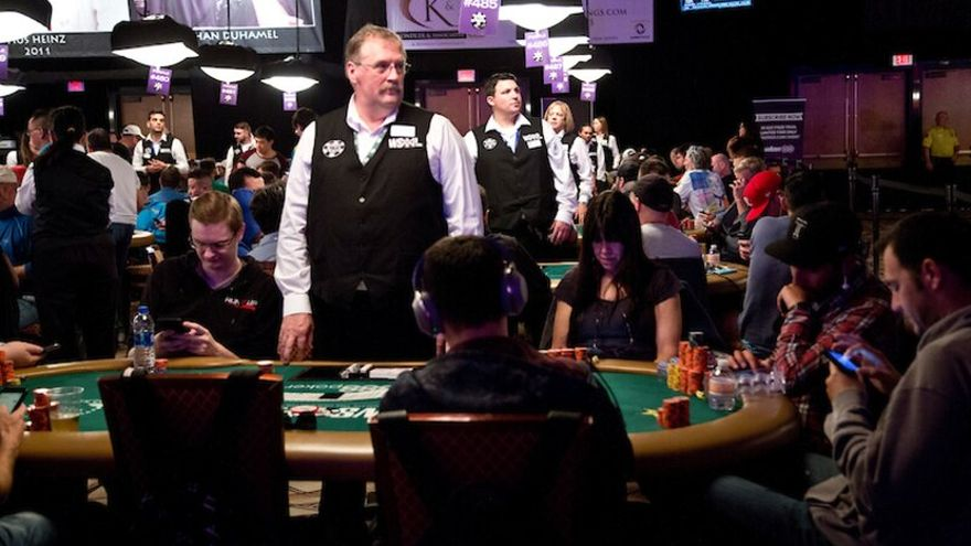 WSOP Dealer Allows Player to Give His Stack Away to Opponent