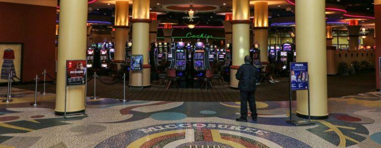 Four Florida Couples Scam Slot Machines For $5.3million
