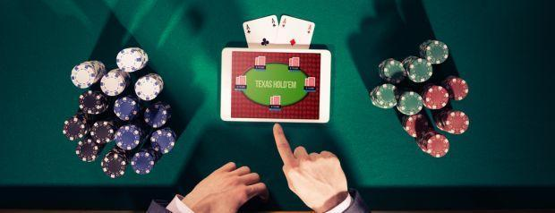 Poker vs. Online Poker: The Pros and Cons of Betting on Each