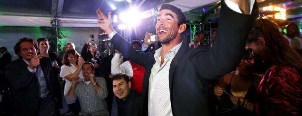 Phelps Co-hosts Charity Poker Game