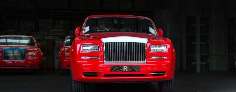 Macau Luxury Hotel Has 30 Rolls Royces But No Guests to Ride in Them