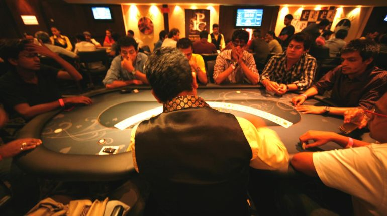 16 Arrested for Playing Poker at Hotel in India