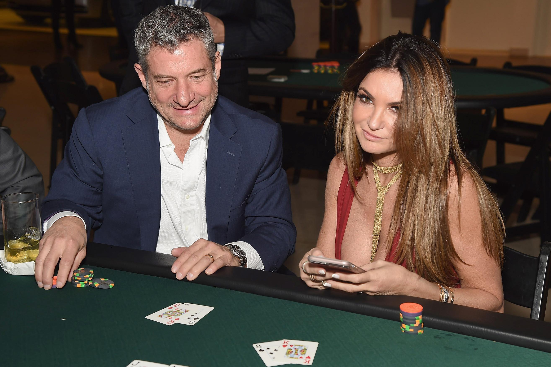 Sexy wife story poker